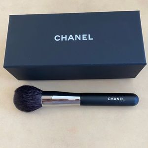 Authentic CHANEL powder brand new brush.